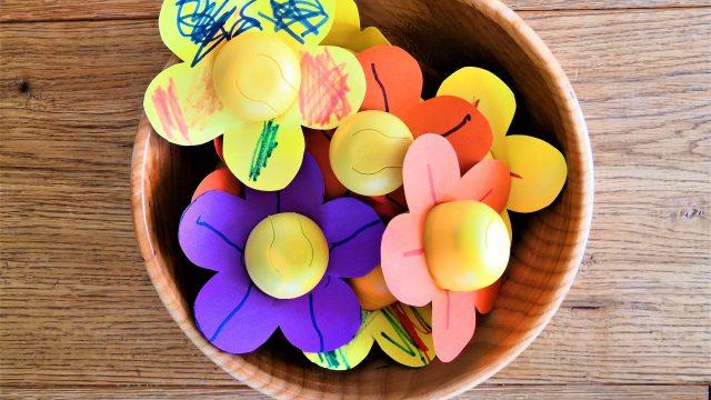 Blume aus Ü-Ei Verpackung