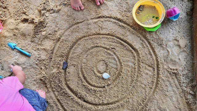 3 einfache Spielideen für die Sandkiste