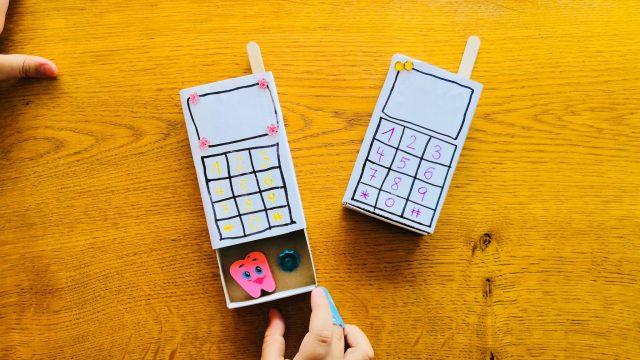 DIY Spiel-Telefon aus Müll mit Geheimfach