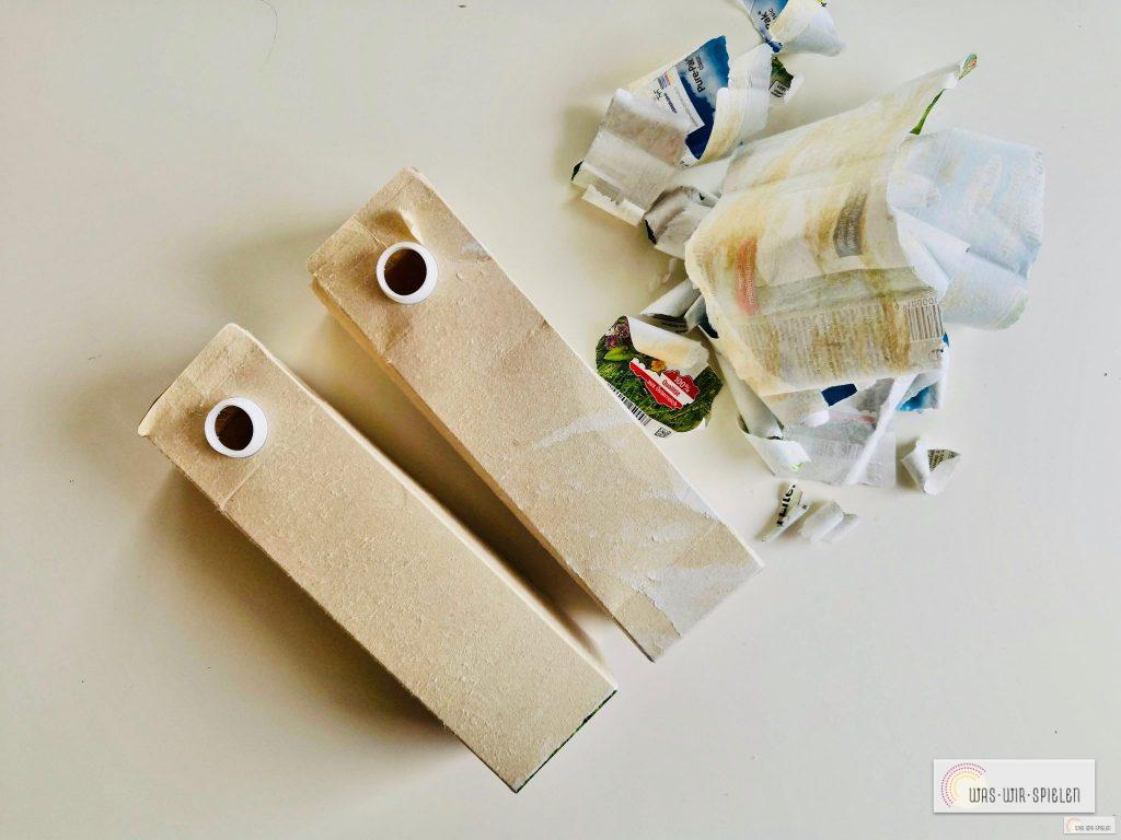 Erster Schritt für unsere weihnachtlichen Geschenkanhänger für Kinder - bunte Schicht abpulen