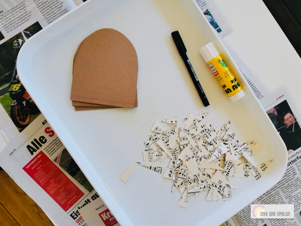 das verwendete Material besteht aus Verpackungsmaterial und Altpapier