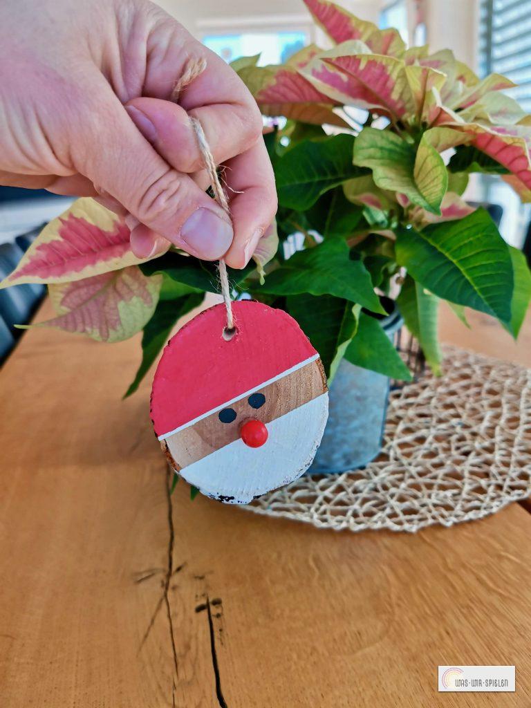 Die Weihnachtmänner können nun als Geschenkanhänger oder Deko benutzt werden