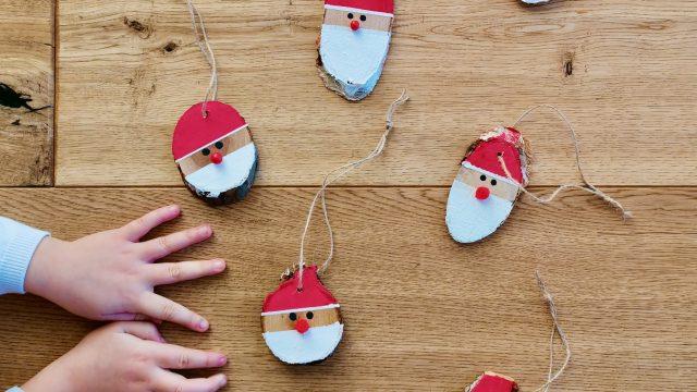 Weihnachtsmann – Geschenkanhänger basteln