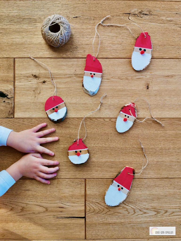 Unsere fertigen Weihnachtsmänner - bereit Geschenke zu verzieren