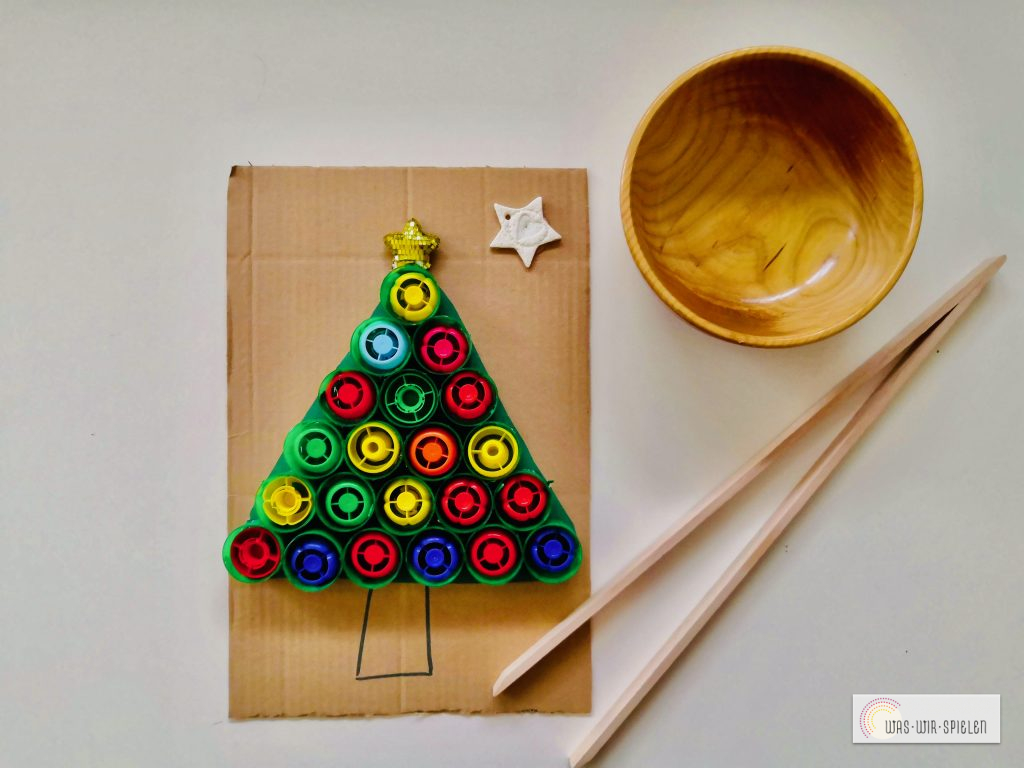 Feinmotorisches Training beim Befüllen des Weihnachtsbaumes