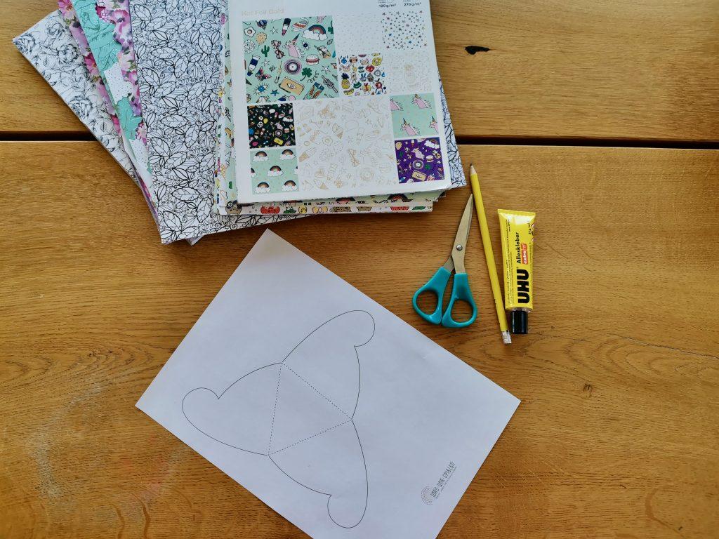 Man braucht - Motivpapier, Schere, Bleistift und die Vorlage