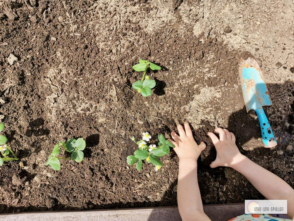 Gartenarbeit und Kinder